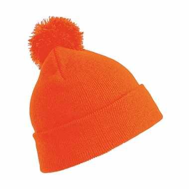Wintermuts met pom pom oranje